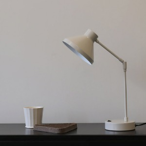 HB table lamp